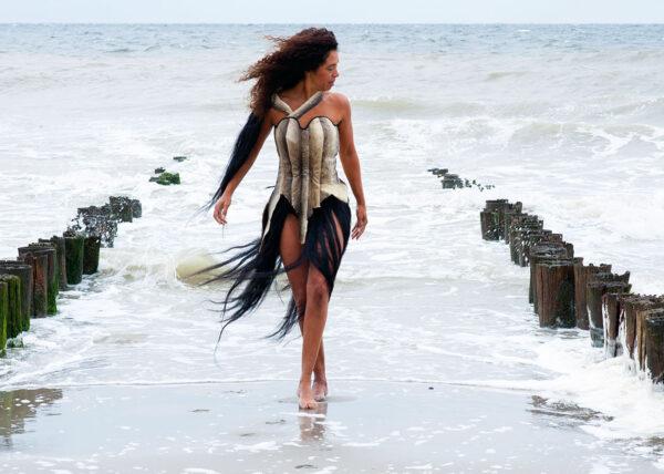 Agnes van Dijk modekunst - viscorset in de zee eindhoven | fasion art ocean adventure DDW