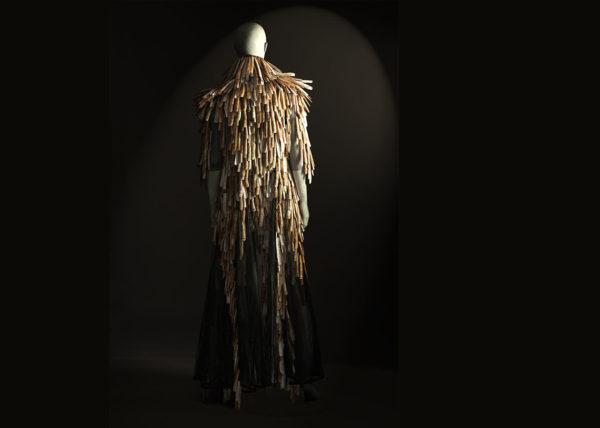 Messi cloak, Razor shell coat, Agnes van Dijk fasionart, modekunst, modecapriole, fashion, mode, Eindhoven, the netherlands, nederland