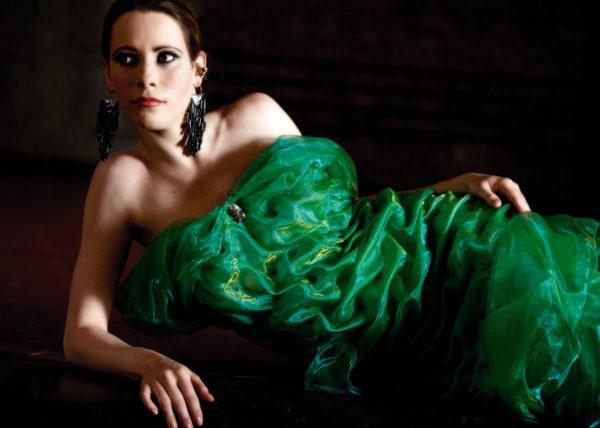 Curvy graces green Agnes van Dijk fasionart, modekunst, modecapriole, fashion, mode, Eindhoven, the netherlands, nederland