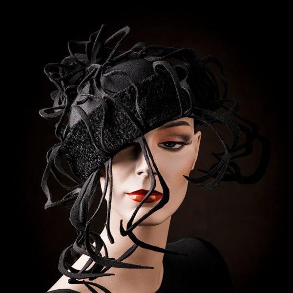 Agnes van Dijk fasionart, modekunst, Hat, black strings, Eindhoven the netherlands, nederland